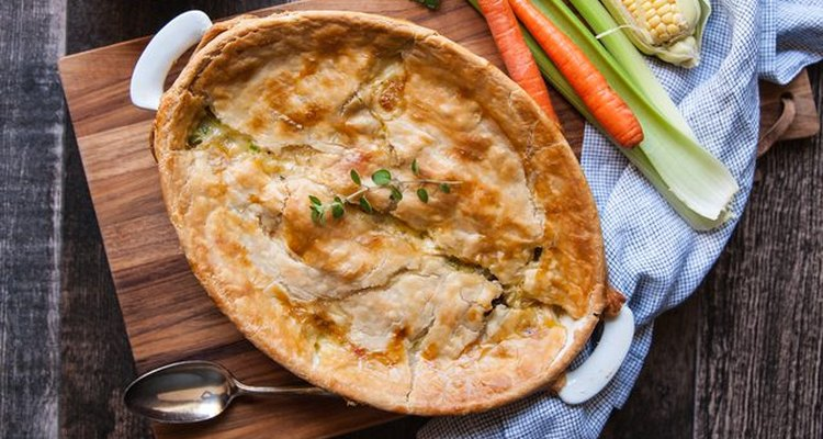 Prepara esta receta de pastel de pollo casero.