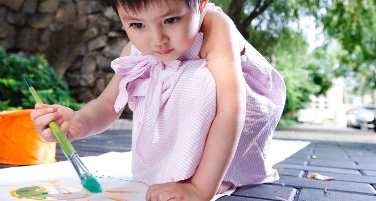 Incentive a imaginação da criança com situações alheias ao cotidiano dela