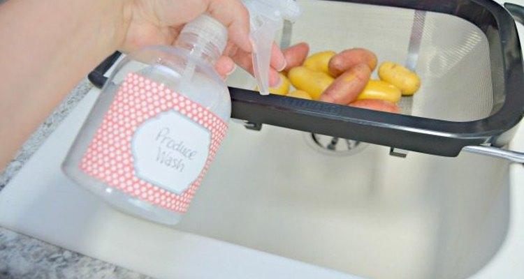 Rocía tu producto sobre las frutas y verduras.