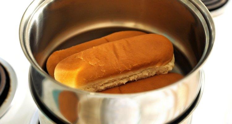 Los panes se colocan en la olla superior.