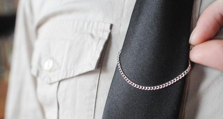 Ajuste gravata e corrente