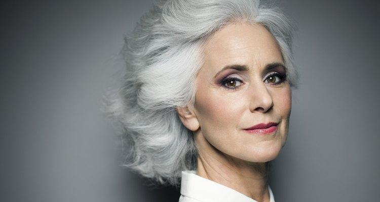 Previna e reduza os sinais do envelhecimento com a ajuda de alguns truques de maquiagem