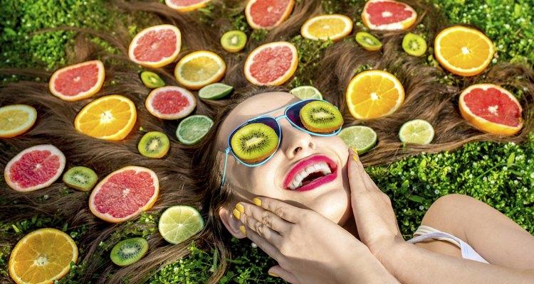 Faça reflexos naturais com limão