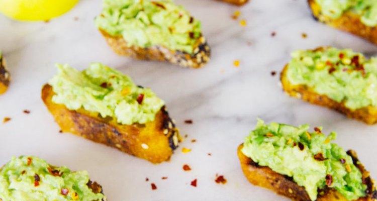 Los crostinis son tostadas más pequeñas que permiten que balancees mejor tu dieta.