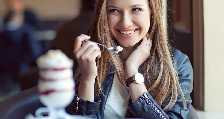 El azúcar daña el colágeno y la elastina de tu piel.