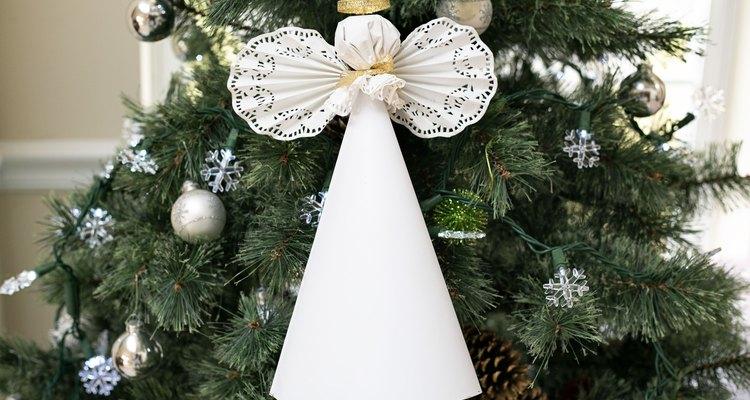 Los ángeles son populares para la parte superior de un árbol de Navidad.