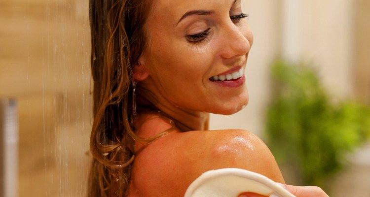 Sais de banho e óleos perfumados à base de lavanda são ótimos para promover o relaxamento
