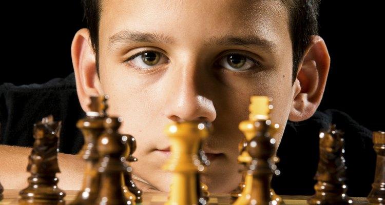 Os jogos colaboram para compreender os demais, ensinando a viver em um mundo socializado