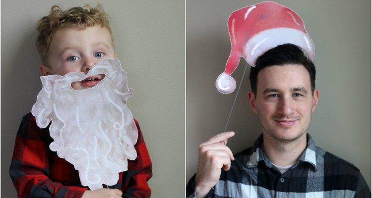 Divértete posando como Papá Noel para la foto.