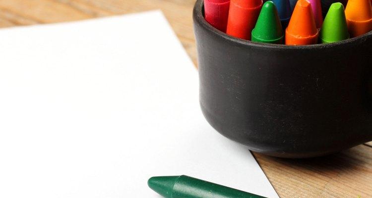É comum a criança quebrar algumas pontas de lápis, pois nessa fase ela começa a descobrir a própria força