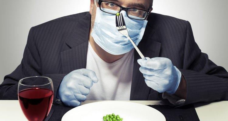 A alergia a níquel pode ser agravada pela ingestão de determinados alimentos, como o vinho tinto e a ervilha