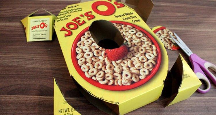 """Corta cuidadosamente las formas de la """"O""""."""