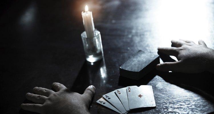 Ler o futuro com cartas de baralho chama-se cartomancia