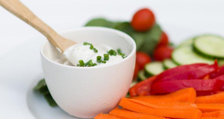 Faça molhos com iogurte grego