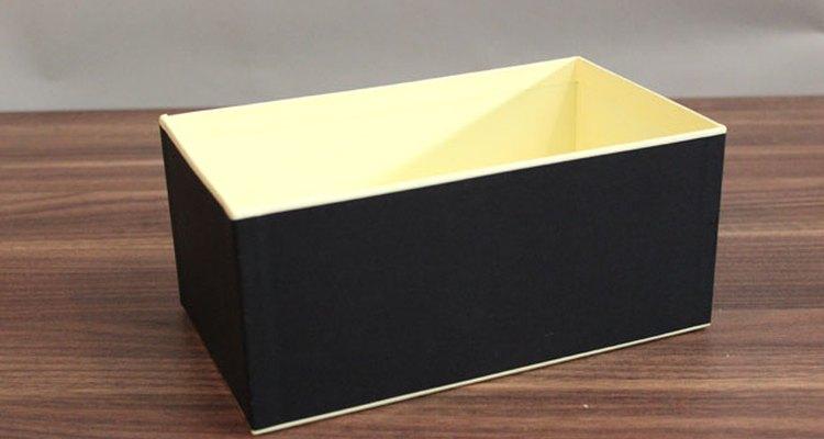 Cualquier caja resistente te servirá.