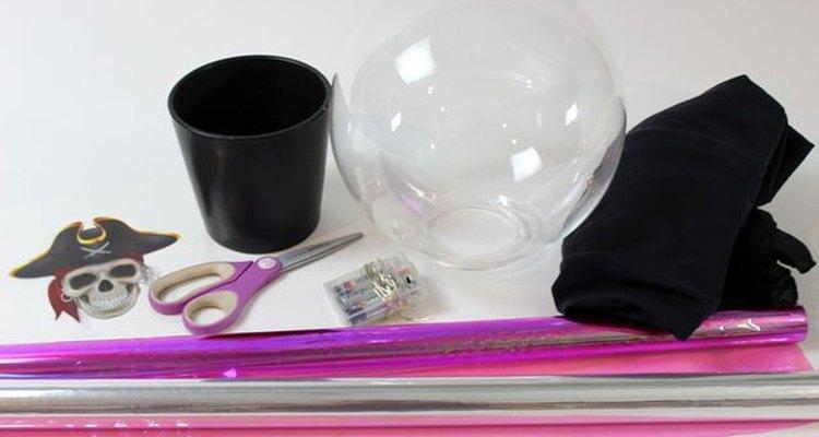 Materiales necesarios para hacer la bola de cristal.