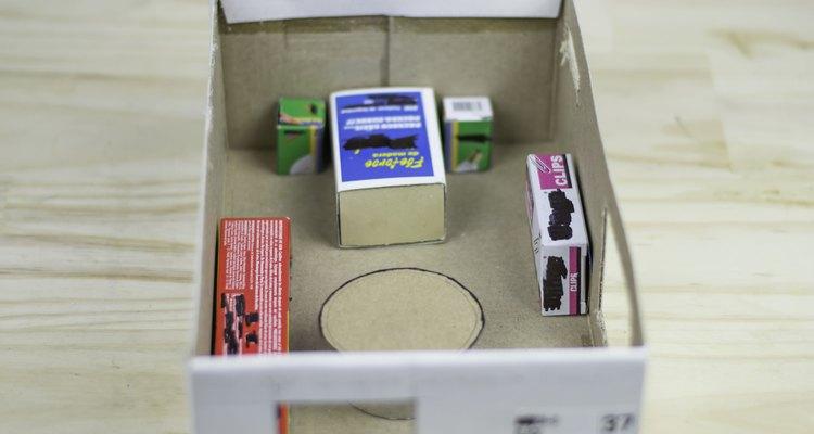 Use as caixas pequenas para fazer os móveis