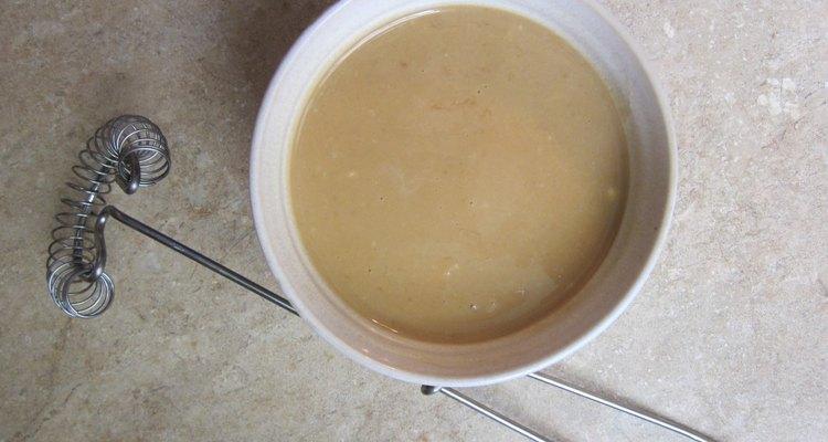 El aderezo a base de miso blanco es una opción excelente para ensaladas.