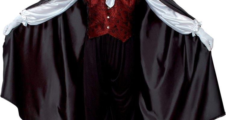Disfrazarte de vampiro es elegante a la vez que divertido.