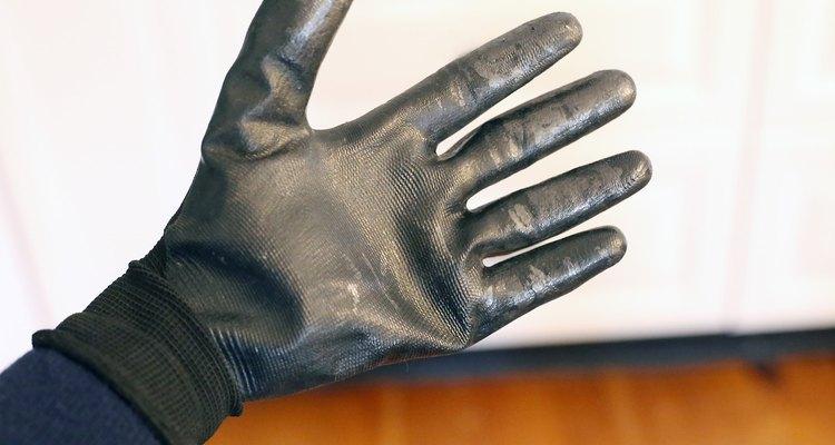 Use luvas de borracha quando trabalhar com a resina