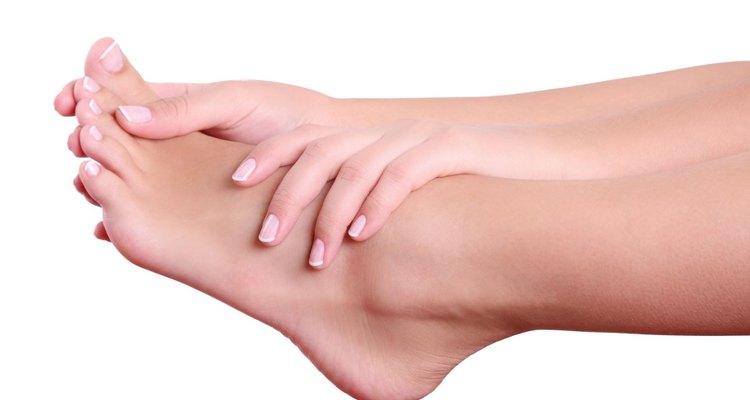 Prueba aliviar la verruga que tienes en el pie colocándote una bolsita de té húmeda y tibia.