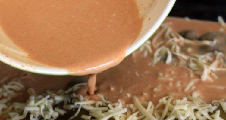 La salsa con huevos le dará consistencia y sabor al plato.