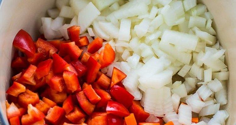 Saltea las verduras.