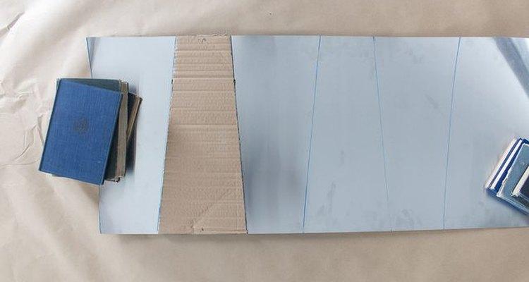 Traza las aspas sobre la lámina de aluminio.