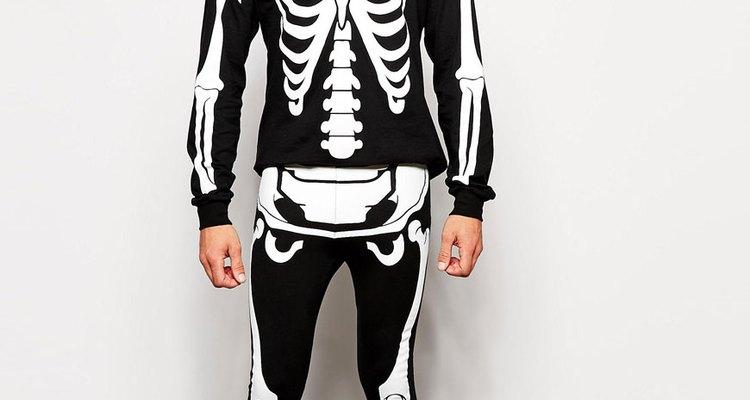 El disfraz de esqueleto es uno de los clásicos más divertidos de Noche de Brujas.