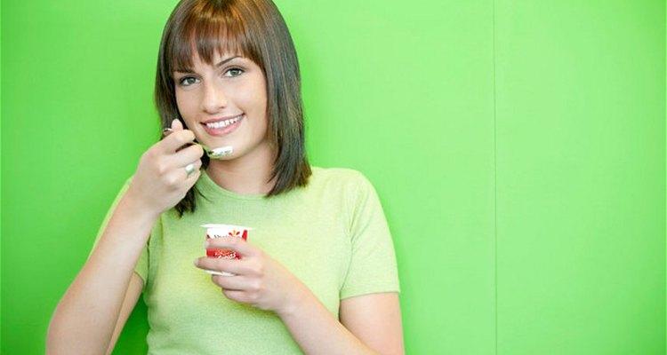 Desayunar yoghurt griego brinda energía para el resto del día y una sensación de saciedad hasta la hora de la comida.