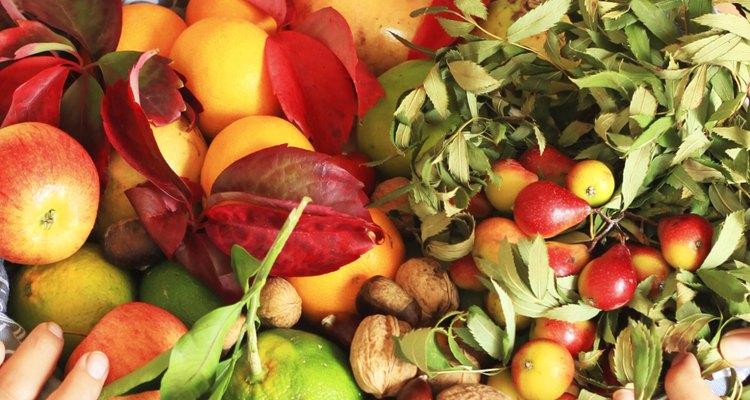 Prefira consumir produtos alcalinos, como legumes e frutas no lugar de proteínas, açúcares e cereais, alimentos formadores de ácidos