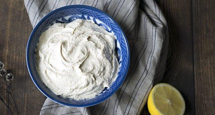 Cómo hacer hummus cremoso en casa.