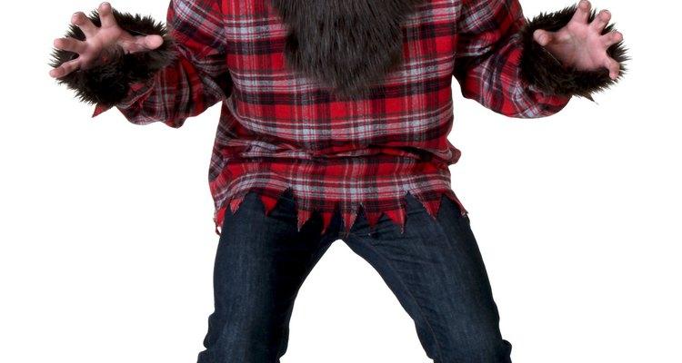 Disfrazarte de hombre lobo te permite hacer ruidos divertidos durante toda la noche.