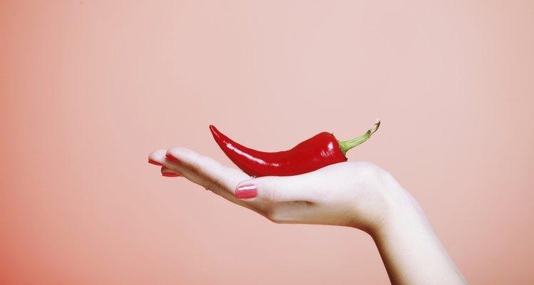 Use luvas quando estiver trabalhando com pimentas