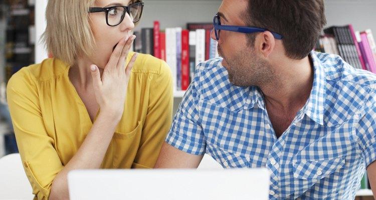 Ter um amigo no trabalho pode ajudar a passar por momentos de tensão e dificuldade