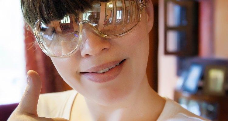 Use o óculos de proteção UV-opaco quando trabalhar com uma lâmpada UV