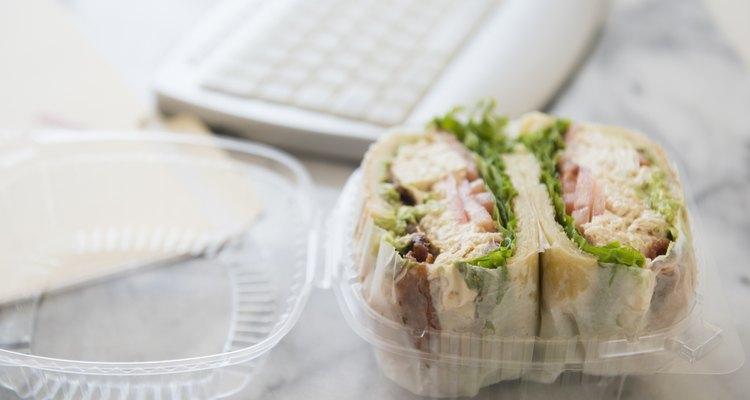 Si habitualmente comes en el trabajo, probablemente ya estás cansada de los típicos sándwiches de jamón y queso o de atún.