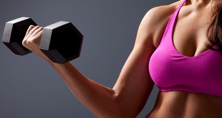 A musculação pode proporcionar vários benefícios para as mulheres