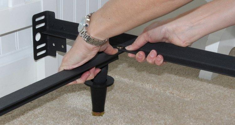 Los marcos de metal para las camas se pueden ajustar al tamaño de cualquier colchón.