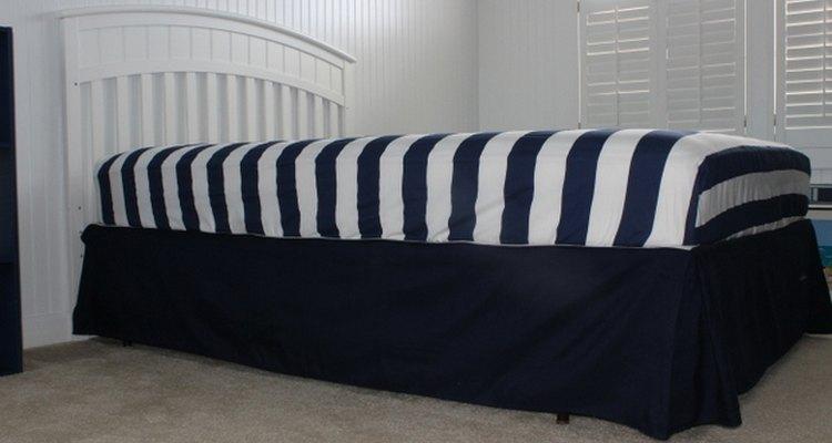 Ten cuidado de no mover el rodapié cuando coloques el colchón.