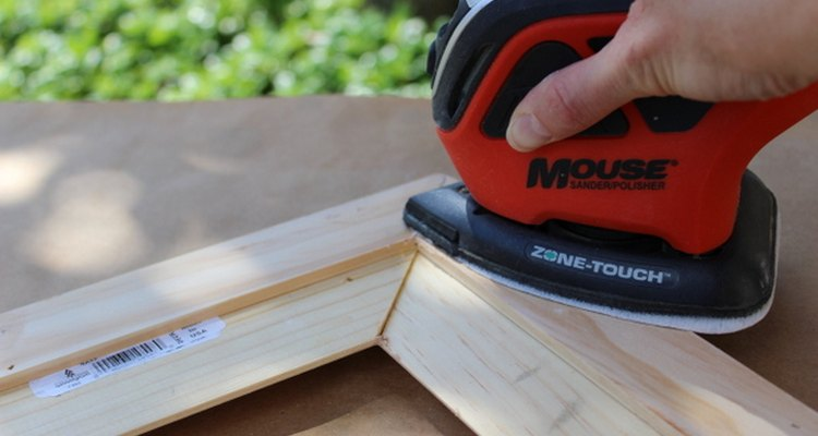 Las lijadoras de palma son poco costosas y una gran herramienta para alisar las superficies.