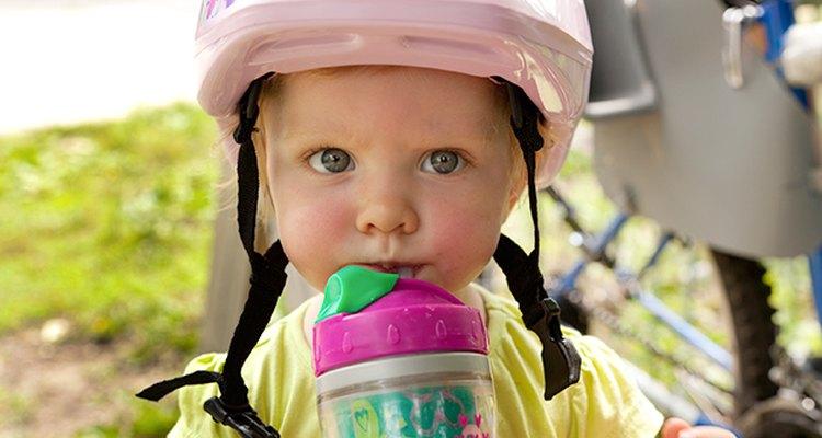 Estimula a los niños a beber agua en lugar de darles demasiada leche.