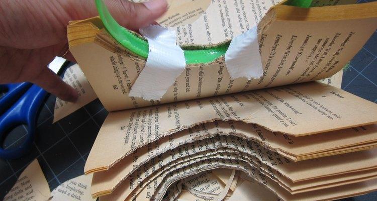 Adhiere el libro a la cinta para la cabeza.