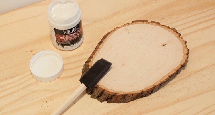 Prepara la superficie de madera para la transferencia.