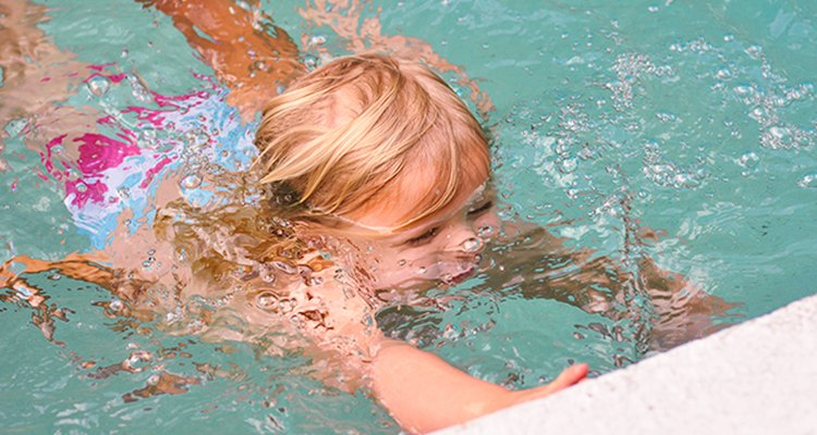 Los niños a menudo tienen menos temor de intentar cosas nuevas con una maestra, cuando sus padres no están presentes.