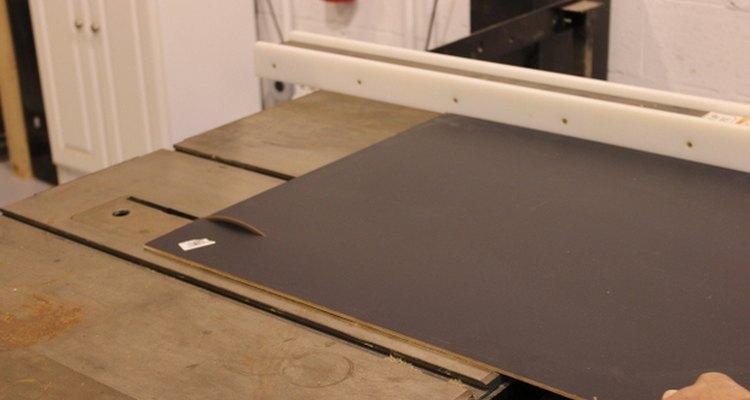 Quadros-negros grandes podem ser encontrados em lojas de material de construção