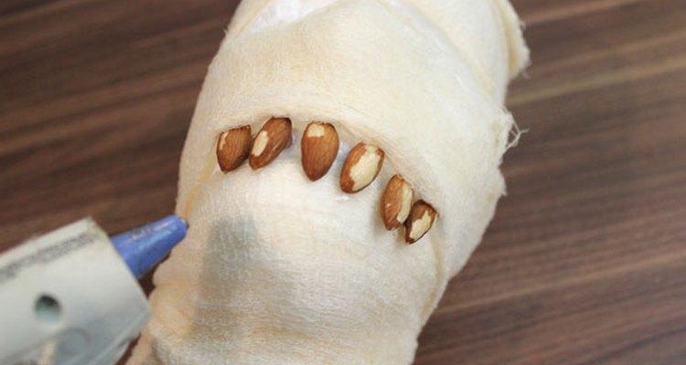 Las almendras son ideales para dar la idea de dientes en descomposición.