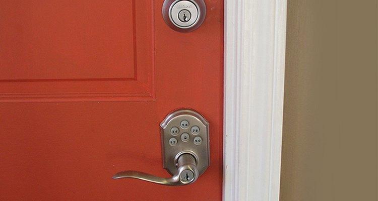Considera el aspecto en ambos lados de la puerta.