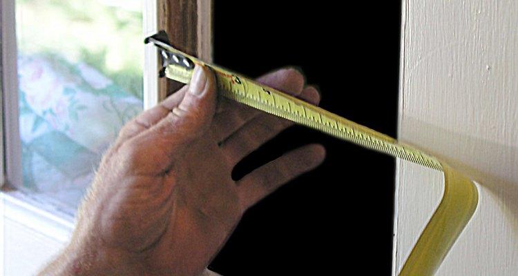 Escoge un crital que tenga un tamaño de 1/8 de pulgada menor que las verdaderas dimensiones.