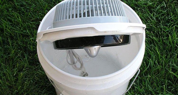 El ventilador instalado en la tapa.